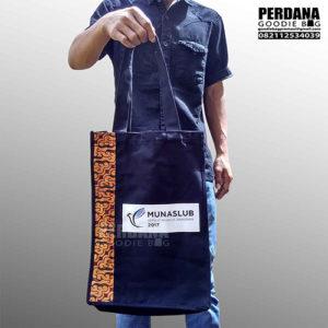 sablon tas kanvas dengan kombinasi batik by perdana goodie bag