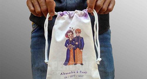tas souvenir pernikahan bahan blacu printing pouch serut
