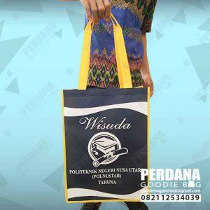 souvenir tas untuk wisuda bahan spunbond di Manado by Perdana id4175