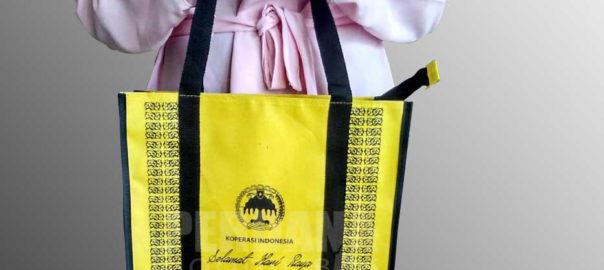 goodie bag idul fitri bahan dinier D600 dengan zipper