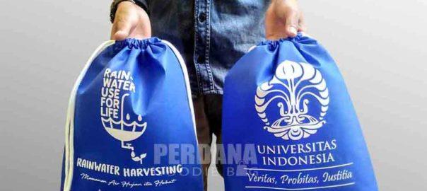 pouch serut besar bahan spunbond unik rain water Q3649