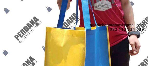 tas kotak makan bahan spunbond ready stock dari Perdana Goodie Bag